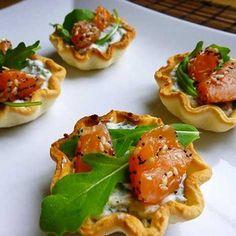 Recette : Tartelettes au chèvre frais, saumon et herbes fraîches - Recette au fr...