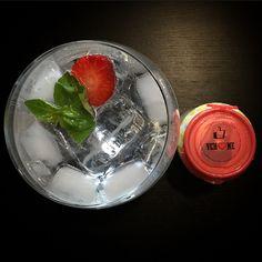 Vichy Catalán, el agua mineral natural carbónica ideal para combinar con frutas y hierbas naturales.