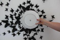 """Um einen richtigen Kreis gestalten zu können, nahm ich einfach einen großen Essteller als """"Schablone""""...Kreis mit Bleistift herumziehen, Schmetterlinge anbringen. Reihenfolge nach belieben."""