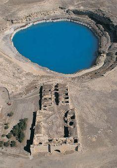 Obruk han/Karatay/Konya/// Konya Karatay ilçesinde, Konya-Aksaray yolundan 4 km. içerideki Obruk Köyü girişinde bulunan Obruk Hanı'nın yapım tarihini belirten bir kitabesi bulunmamaktadır. Mimari yapısı ve plan düzeninden XIII. yüzyılda yapılmış bir Selçuklu eseri olduğu anlaşılmaktadır.