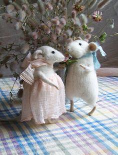 I love Natasha Fadeeva's handmade small animals.