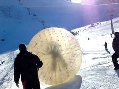 Tinha que ser na Rússia! Turista morre em bola gigante!