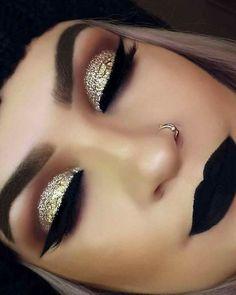 Gold Makeup Tutorial with Blue Under-Eye Liner - Make up hacks Cute Makeup, Prom Makeup, Gorgeous Makeup, Pretty Makeup, Makeup Geek, Skin Makeup, Makeup Inspo, Wedding Makeup, Makeup Tips