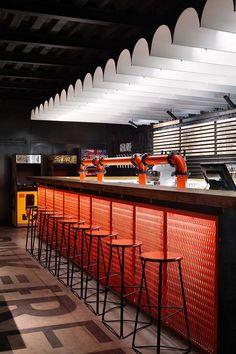formerly a cocktail bar, the bar design utilizes materials that represent the industrial aesthetics of beer equipment. formerly a cocktail bar, the bar design utilizes materials that represent the industrial aesthetics of beer equipment. Pub Interior, Bar Interior Design, Interior Architecture, Pub Design, Modern Design, Bar Lounge, Luxury Lighting, Bar Lighting, Arte Bar