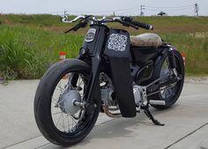 #customcub #cubcustom #supercub #hondacub Honda Cub, Cafe Racer Motorcycle, Mini Bike, Custom Bikes, Vintage Japanese, Cubs, Vintage Cars, Engine, Wheels