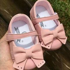 Best Baby Shoes, Cute Baby Shoes, Baby Girl Shoes, Cute Baby Clothes, Boys Shoes, Little Baby Girl, Cute Baby Girl, Baby Love, Cute Babies