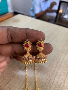 Indian Jewelry Earrings, Antique Earrings, Gold Earrings Designs, Gold Jewellery Design, Gold Jewelry Simple, Simple Necklace, Gold Buttalu, Gold Chains For Men, Rangoli Designs