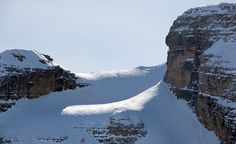 WHITE DAYS   VALLESINELLA   SNOWCAMPITALY   Sessione freeride e backcountry alla scoperta dei luoghi più remoti ed esclusivi dell'intero comprensorio di Madonna di Campiglio. La copertura degli itinerari di Cima Coston, delle Vallette di Corna Rossa, di Malga Mondifrà e Vallesinella, consentono di vivere un'esperienza unica, nella quale potersi confrontare con l'ambiente severo e maestoso delle Dolomiti di Brenta. snowcamp.it