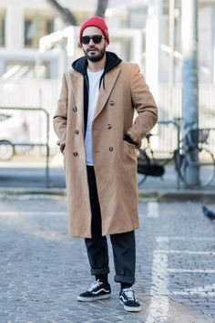 Coat, Sleeve, Shoe, Winter, Outerwear, Overcoat, Street fashion, Jacket, Blazer, Trench coat, Mens Fashion Summer Outfits, Mens Fashion Week, Mens Fashion Suits, Men's Fashion, Black Shirt Outfits, Well Dressed Men, Mens Clothing Styles, Blazer, Winter