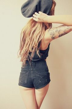 #girl #blonde #beanie #shorts #tattoo