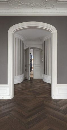 Kährs is a world-leading manufacturer of wood floors and vinyl floors which provides a complete flooring solutions for your home. Mahogany Flooring, Engineered Hardwood Flooring, Timber Flooring, Parquet Flooring, Kahrs Flooring, Planchers En Chevrons, Dark Wood Floors Living Room, Wood Floor Design, Herringbone Wood Floor