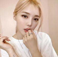 愼 ☼ ριητεrεsτ policies respected.( *`ω´) If you don't like what you see❤, please be kind and just move along. Korea Makeup, Asian Makeup, Pony Korean, Pony Makeup, Girl Actors, Blonde Asian, Pretty Korean Girls, Asia Girl, Pink Aesthetic