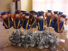 Graduados Sewing, Party, Crafts, Graduation Ideas, Crocheting, Preschool Graduation, Initials, Crochet Hooks, Fiesta Party