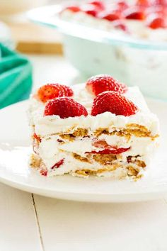 Take strawberries and cream to the next level with this no-bake Strawberry Shortcake Icebox Cake! This easy dessert is a potluck favorite! Frozen Strawberry Desserts, Strawberry Recipes, Frozen Desserts, Strawberry Shortcake, Strawberries And Cream Recipe, Baked Strawberries, Great Desserts, No Bake Desserts, Dessert Recipes