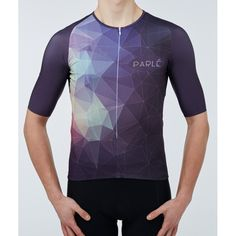 https://parle.cc/en/jerseys/21-kaleidoscope-jersey.html Parlé Cycling. Kaleidoscope Jersey. Sophisticated graphics combined with a modern cut. Low standup collar and long truncated sleeves give it a modern character. Very lightweight Italian fabrics provide freedom of movement and rapid moisture drainage outside. The silicone-rimmed bottom is a guarantee of its optimal position. A zippered pocket adds functionality. An offer for people who like original design.