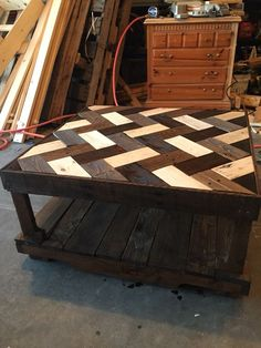 Love the look of this top. Herringbone Pallet Coffee Table