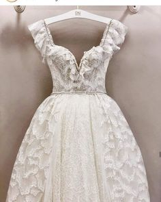 New wedding dress models that we have prepared for you have arrived. The beautiful wedding dresses here will inspire you to get married. We have chosen the wedding dress models with great dedication. Bridal dresses are of great importance for women. Wedding Dress Trends, New Wedding Dresses, Bridal Dresses, Bridesmaid Dresses, Hair Wedding, Veil Hairstyles, Wedding Hairstyles, Dress First, The Dress