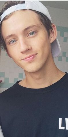 I think this is if Troye and Tyde were merged together... But this is so cute!!