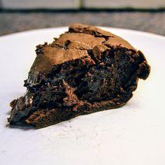 Denna kladdkaka är inte bara drömgod, den är även sockerfri och fylld med protein! Swipe för recept  #brownies #chokladkaka #chocolatecake #brownie #cake #choklad #kaka #kasein #casein #chocolate #mudcake #barebells #proteinbolaget #tyngre