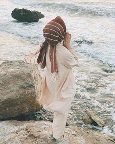 Image may contain: one or more people ocean outdoor and water Tesettür Mayo Şort Modelleri 2020 Hijab Fashion 2016, Niqab Fashion, Muslim Women Fashion, Arab Girls, Muslim Girls, Hijabi Girl, Girl Hijab, Stylish Girls Photos, Girl Photos