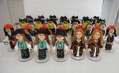 Personagens do joguinho Piratas do Caribe Lego, modelados em porcelana fria (biscuit), podendo conter ainda espiral porta recado, sem alteração no custo. Podemos modelar qualquer personagem, basta informar que o mesmo será representado. ATENÇÂO - preço corresponde a unidade. Aqui, reproduzimos Mrs Gibbs, Barba Negra, David Jones, Will Turner, Jack Sparrow, Angélica e Elisabeth. No ato do fechamento, favor informar o cep para o cálculo do frete, que é por conta do cliente, obrigada! R$ 6,50