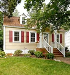 traditional exterior tan paint red shutters white trim Helpful Hints for Choosing the Best Exterior Paint Colors Best Exterior Paint, Exterior Paint Colors For House, Paint Colors For Home, Exterior Design, Exterior Colors, Diy Exterior, Roof Design, House Design, Ranch Exterior