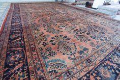 Uno splendido Sarough persiano, circa 1910, interamente annodato a mano in lana su ordito in cotone.