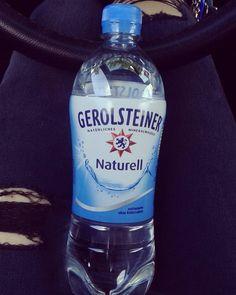 Zwar leider nicht gewonnen aber trotzdem bereite ich mich schon fleißig für Wasserwoche vom 30.05. bis zum 05.06. vor damit es mir nicht ganz so schwer fällt NUR Wasser zutrinken.    #trinkdichfit #wasserwoche #challenge #trinkchallenge #projektwasserwoche #gerolsteiner #naturelle #mineralwasser #healthy #gesundleben #healthylifestyle #motivated #sportygirl #fitness #water #foodporn #me #and #my #car #rippedjeans #legs #seatibiza #biglove by juuulia_ma