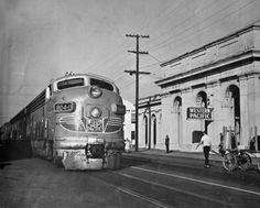 California Zephyr EMD unit in Oakland Diesel Locomotive, Steam Locomotive, Old Trains, Vintage Trains, Us Railway, California Zephyr, Rail Transport, Choo Choo Train, Covered Wagon