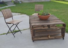 Outdoor Pallet Table  #tables #pallettable #palletwood #pallet #upcycledpallets #recycling