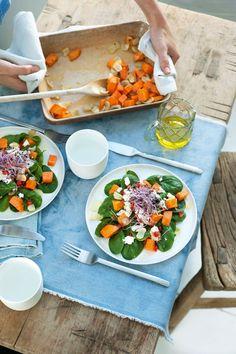 """Het lekkerste recept voor """"Zoete aardappelsalade"""" vind je bij njam! Ontdek nu meer dan duizenden smakelijke njam!-recepten voor alledaags kookplezier! Vegetarian Recipes, Healthy Recipes, Healthy Food, Cobb Salad, Nom Nom, Detox, Healthy Lifestyle, Salads, Food Porn"""