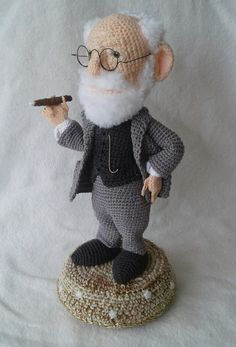 Sigmund Freud #freud #freudamigurumi #freudcrochet Crochet Doll Pattern, Crochet Art, Easy Crochet Patterns, Crochet Animals, Crochet Dolls, Doll Patterns, Sigmund Freud, Patron Crochet, Yarn Dolls