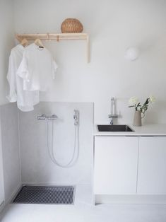 Classy Scandinavian Laundry Room Design Ideas 22 home Laundry Decor, Small Laundry Rooms, Laundry Room Design, Laundry In Bathroom, Laundry Area, Laundry Room Inspiration, Bad Inspiration, Küchen Design, House Design