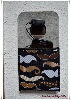 Handytaschen - Ladestation aus Filz mit Designerstoff Schnurrbart - ein Designerstück von Filz-Tilly bei DaWanda