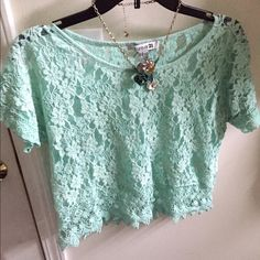 ✌️Crop & Go Beautiful lace mint green crop top. This is a perfect shirt for on the go! Throw it over your camisole and go dolls! ☺️✌️ lightly worn. Forever 21 Tops Crop Tops