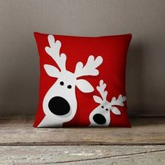 Christmas Pillows Holiday Pillows Christmas von wfrancisdesign Christmas Pillow Christmas Pillow by Christmas Sewing, Noel Christmas, Diy Christmas Reindeer, Christmas Christmas, Handmade Christmas, Christmas Stockings, Reindeer Decorations, Christmas Decorations, Diy Christmas Pillows