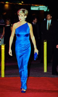 She wore this bracelet in 1996 Princess Diana Arriving at Victor Chang Institute Benefit Princess Diana wears a blue silk gown by Versace to a benefit for the Victor Chang Cardiac Research Institute at the Sydney Entertainment Centre in Australia.    Image: © Tim Graham/CORBIS    Photographer:  Tim Graham     Date Photographed:  October 31, 1996    Location Information:  Sydney, Australia