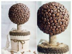 Smutný parapet vám rozveselí stromeček z kávových zrn!