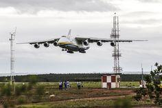 Avião passa o dia em Campinas e às 22h30 decola para o aeroporto de Guarulhos (Foto: Lucas Lima/UOL)