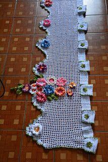 Sandra Roque Artesanatos: Bando de cortina em croche com aplicaçoes de flore...