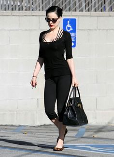 OMG Dita Von Teese's outfit is just awesome !!! I want everything (even to be her for one day !!! )