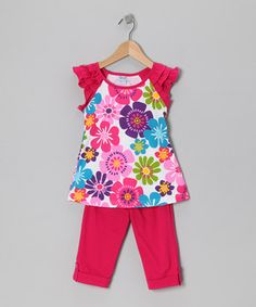 Not much is better than the convenience and charm of a pre-coordinated set. This one's extra sweet with elastic-waistband capri leggings and a brightly blooming top.
