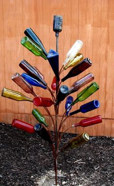 bottle tree: could have some potential with wine bottles Wine Tree, Wine Bottle Trees, Wine Bottle Crafts, Bottle Art, Outdoor Projects, Garden Projects, Diy Projects, Welding Projects, Garden Crafts