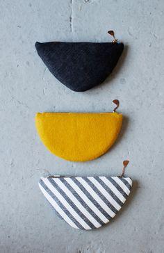 """Pagina web """"pesada"""" de la diseñadora y fotografa Erin Considine. El pin original decia que son monederos hechos con hombreras. Vaya Vd. a saber."""