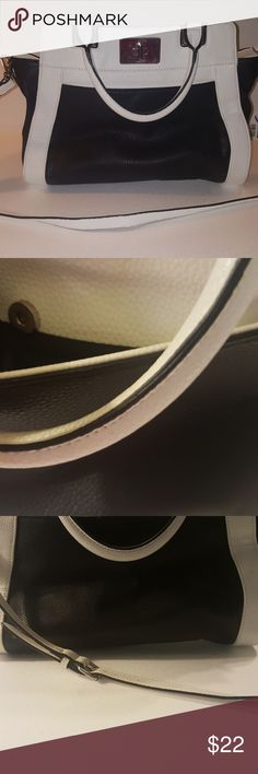 NINE WEST CROSS BODY BAG This bag is fabulous dressed up or down it works gas 3 inside pockets one front pocket for easy access PEBBLED LEATHER in black and white very nice has little wear but still in good condition Nine West Bags Crossbody Bags