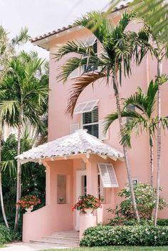 Gal meets glam pink in palm beach pink houses, pink beach, flamingo beach, Beach Cottage Style, Beach House Decor, Palm Beach Decor, Palm Trees Beach, Design Patio, House Design, Murs Roses, Photo Deco, Balkon Design