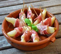Tapas mit Schinken sind immer beliebt - besonders in süß-salziger Kombination. Da macht dieses Rezept für Birne in Ibericoschinken keine Ausnahme!