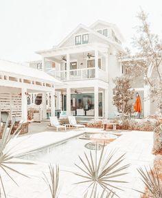 Unique House Design, Dream Home Design, Dream House Exterior, Dream House Plans, Modern Farmhouse Exterior, Luxury Homes Dream Houses, Cute House, Home Fashion, Architecture