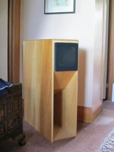 The Mauhorn was designed by Andreas Mau, a German Lowther enthusiast, in around Andreas designed 2 similar Mauhorns at that time – the Mauhorn IV (shorter long horn, larger driver chamber) and the Mauhorn V (longer long horn, smaller driver chamber). Open Baffle Speakers, Pro Audio Speakers, Horn Speakers, Audiophile Speakers, Diy Speakers, Built In Speakers, Subwoofer Box Design, Speaker Box Design, 12 Inch Speaker Box