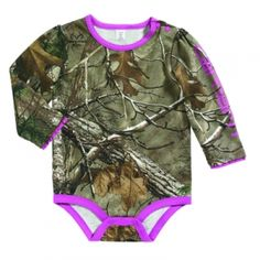 Look at this Dark Brown & Pink Woodland Realtree Xtra® Camo Bodysuit - Infant by Carhartt Baby Girl Camo, Camo Baby Stuff, Cowboy Baby, Little Babies, Cute Babies, Baby Kids, Pheonix Marie, Girls Dress Up, Cute Baby Clothes